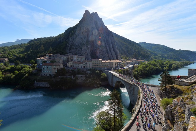 8_The_peloton_rolled_through_the_incredible_scenery_of_Sisteron_on_stage_5_of_the_Criterium_du_Dauphine.jpg